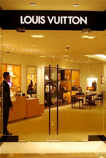 "c7554f85fda6 This is just a ""temporary"" store as Louis Vuitton Philippines works to  expand their new store (exciting news for us all)!!"